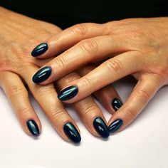 She magnetically reflects her holographic colours, reminiscent of the northern lights. A green / blue holographic shade. Use the magnet to lift the green pigment Bio Sculpture Gel, Nail Colors, Colours, Season Colors, Evo, Nails Inspiration, Holographic, Gel Nails, Blue Green