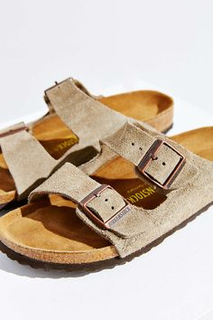 Birkenstock Arizona Suede Soft Footbed from Urban Outfitters. Shop more products from Urban Outfitters on Wanelo. Sock Shoes, Cute Shoes, Me Too Shoes, Shoe Boots, Flat Boots, Shoes Heels, Look Man, Suede Sandals, Women's Sandals
