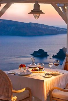 Romantic Dinner for 2 on Santorini Island, Greece Romantic Places, Romantic Dinners, Beautiful Places, Romantic Beach, You're Beautiful, Beautiful Scenery, Beautiful Pictures, Small Luxury Hotels, Luxury Travel