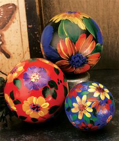 Plasteel Floral Ball Grouping project from DecoArt Bowling Ball Crafts, Bowling Ball Garden, Bowling Ball Art, Garden Balls, Bowling Pins, Yard Art Crafts, Rock Crafts, Cute Crafts, Bird Bath Garden
