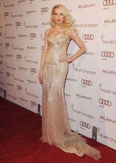 Amber Heard in Donna Karan gold spaghetti-strap gown. It's heavenly!