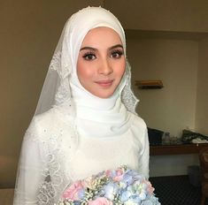 Hijabi Wedding, Wedding Hijab Styles, Muslimah Wedding Dress, Muslim Brides, Pakistani Wedding Dresses, Dream Wedding Dresses, Wedding Attire, Muslim Couples, Simple Wedding Makeup