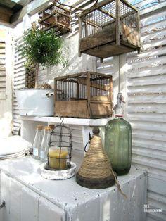 Nieuwe aanwinst voor op de snuffelzolder vogelhuisje .Hang hem buiten in je tuin…