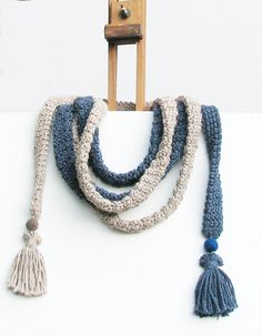 Crochet skinny scarf (€)