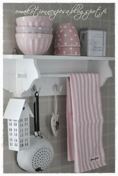 Cute Cottage, Romantic Cottage, Shabby Chic Kitchen, Shabby Chic Decor, Kitchen Dinning, Kitchen Decor, Shelves, Interior Design, House Styles