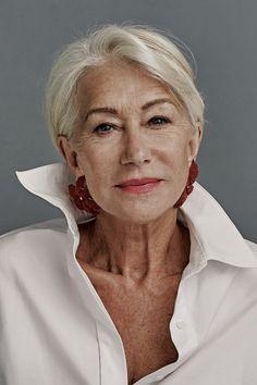 Beautiful Women Over 50, Beautiful Old Woman, Beautiful People, Beautiful Things, Foto Portrait, Female Portrait, Stylish Older Women, Dame Helen, Helen Mirren