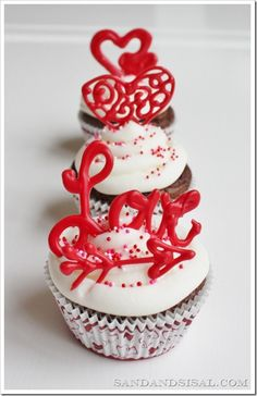 DIY: Valentine Cupcake Toppers - so easy! Why haven't I been making these for years?!