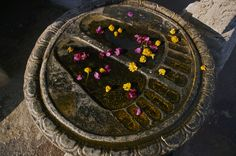 A stone bas relief of the Buddha's footprints at the Mahabodhi Temple. Body Map, Buddhist Art, Harry Styles, Buddha, Group Boards, 1direction, Footprints, Zayn, Prehistoric