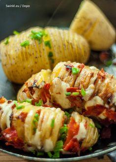 Gevulde aardappel met Swinkl boter kruidenmix Jamie Oliver, Good Food, Yummy Food, Tasty, Vegetarian Recipes, Cooking Recipes, Food Presentation, Street Food, Food Videos