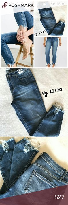 SALE!! • NEW!! kensie distressed jeans Style is High Roller high rise. Frayed hem. Brand new, never worn. Kensie Jeans Ankle & Cropped
