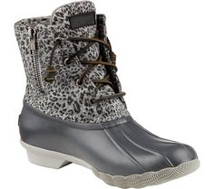 Trendy black lace up boats outfit ankle booties retro vintage ideas Sperry Saltwater Duck Boots, Sperry Boots, Duck Boots Outfit, Winter Boots Outfits, Rubber Duck Boots, Teen Girl Shoes, Lace Up Wedge Boots, Cowboy Boots Women, Automobile