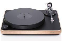 Clearaudio Concept   Fabricado na Alemanha, possui um chassis de madeira e uma base feita de aço polido. Vibrações indesejáveis não atrapalham a audição, já que o equipamento pesa aproximadamente 7,5 quilos.   www.clearaudio.de