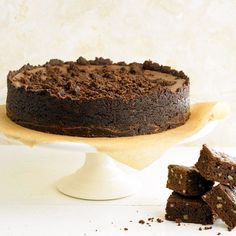 This Brownie Cheesecake is filled with bite-size chunks of fudgy brownies! More rich and creamy cheesecakes: http://www.bhg.com/recipes/desserts/cakes/cheesecake-recipes/creamy-cheesecake-recipes/?socsrc=bhgpin082013browniecheesecake=11