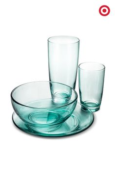 Blending everyday dinnerware with colored glassware makes any table setting feel fresh, and so perfect for spring dinner parties.