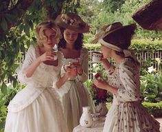 Celebrity Looks : Marie Antoinette… Celebrity Looks : Picture Description Marie Antoinette - Jane Austen, Marie Antoinette Movie, Vintage Outfits, Vintage Fashion, Princess Aesthetic, Sofia Coppola, Vintage Princess, Beautiful Costumes, Kirsten Dunst