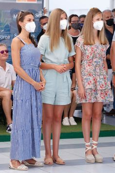 Princess Letizia, Queen Letizia, Princess Of Spain, Estilo Real, Spanish Royal Family, Casa Real, Royal Red, Red Carpet Fashion, Beautiful Outfits