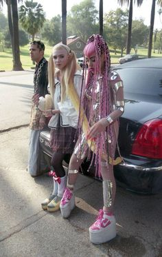 A lot of thought has been put into these grunge styles Ahhh Grimes #girlcrush
