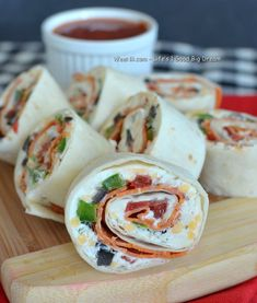 Tortilla Rolling Pizza - Easy Healthy Camping Food Recipes Ideas
