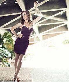 Isla Fisher Opens Up to Women's Health Magazine December Scooby Doo Film, Gorgeous Women, Beautiful People, Beautiful Redhead, Stunningly Beautiful, Actrices Sexy, Womens Health Magazine, Hot High Heels, Sexy Girl