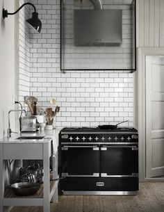 The Home of The Owners of Artilleriet, Sweden | Style&Minimalism Minimal Kitchen, Stylish Kitchen, Kitchen Styling, Kitchen Decor, Tile Countertops, Tadelakt, Recipe For Mom, Elle Decor, Home Decor Inspiration