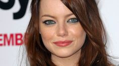 Get the scoop on Emma Stone's sultry sea-toned eye makeup.