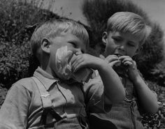 Two boys in 1950 making a total mess. Taken near the sea in Eastbourne, U.K| 14 Ridiculously Adorable Vintage Pics Of Kids With Ice Cream