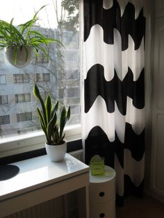 Marimekko Lokki curtain for bedroom? (Pic from blog Ruusunmarjat)