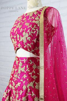 Unique Blouses, Sarees and Lenghas that embody the vibrancy of South Asian fashion with a modest up to date western flair. Lehenga Designs, Saree Blouse Designs, Indian Bridal Lehenga, Indian Beauty Saree, Dress Indian Style, Indian Dresses, Ethnic Outfits, Indian Outfits, Indian Attire