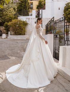 Cathedral Wedding Dress, White Tulle Skirt, Lace Weddings, Wedding Lace, Wedding Veils, Bridal Veils, Dream Wedding, Luxury Wedding Dress, Long Sleeve Wedding