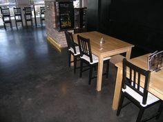 Posadzka betonowa w kawiarni