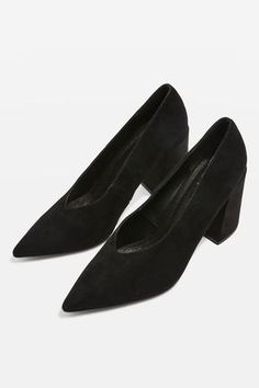 Black v-cut block heeles. Heel height is approximately 95mm.