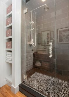 cobblestone/mosiac shower floor