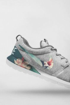 Heathered melange jersey covered shoe with tropical printed swoosh and inlay