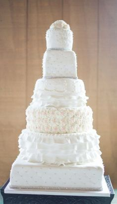Wedding cake idea; Featured Photographer: Carrie King Photography