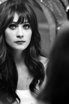 I do believe this is Zooey Deschanel, one of the greatest actresses ever. If not, it's still a beautiful picture. My Hairstyle, Pretty Hairstyles, Pretty People, Beautiful People, Beautiful Eyes, Beautiful Voice, Hello Beautiful, Beauty And Fashion, Famous Faces