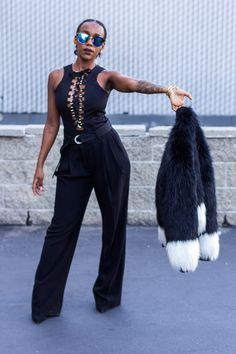 MY FAVORITE HOLIDAY PARTY OUTFIT IDEA: ALL BLACK & FUR COAT  | iluvette.com