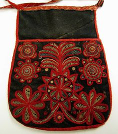 Scandinavian Embroidery, Swedish Embroidery, Wool Embroidery, Sewing Pockets, 18th Century Clothing, Fab Bag, Textiles, Clothing And Textile, Beaded Bags