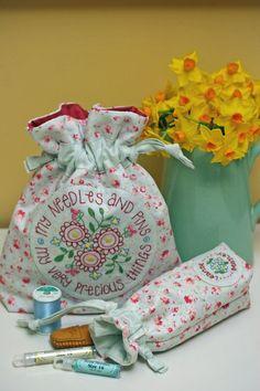 Amo saquinhos de tecido. Além de embalar servem para guardar coisinhas preciosas.