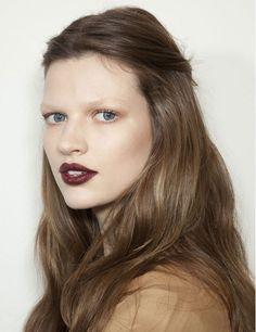 Labios burdeos  La temporada pasada ya se dejaron ver y serán una tendencia estrella este otoño: viste tus labios de tonos vino como esta propuesta de Gucci.
