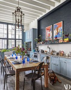 The Creative Consultant's Airy Loft Is a Family-Friendly Abode - Architectural Digest Loft Kitchen, Kitchen And Bath, Kitchen Dining, New Home Designs, Home Design Plans, Interior Paint, Interior Design, Patio Grande, Vintage Lanterns
