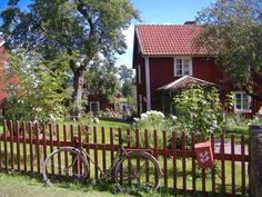 Amazing place to live Swedish Cottage, Red Cottage, Swedish House, Cottage Style, Red Houses, Little Houses, Beautiful Homes, Beautiful Places, Scandinavian Home