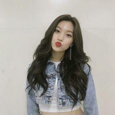 ⭐@Minmiogii⭐ Black Hair Kpop, Korean Girl, Asian Girl, Kim Chungha, Choi Yoojung, Uzzlang Girl, The Most Beautiful Girl, Woman Crush, Pretty Hairstyles