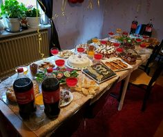 Swedes make the best smörgåsbord. This one featuring Palenstin food.