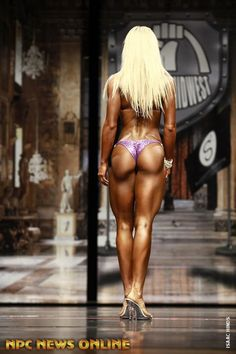I'm not a huge fan of bikini physiques, I prefer my muscles! But seriously this ass is ... Damnnnnnn! Justine Munro!