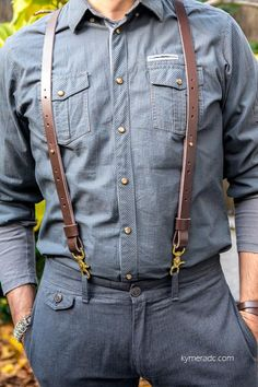Tirantes GENTLEMAN Marrones – Metal Yeah Custom Leather Suspenders, Leather Belt Bag, Leather Harness, Mens Outdoor Fashion, Mens Fashion, How To Make Leather, Aviator Hat, Diy For Men, Leather Gifts