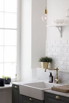 Marble Countertops Yes, They're a Great Idea!- Marble Countertops Yes, They're a Great Idea! Marble Countertops Yes, They're a Great Idea! Kitchen Interior, New Kitchen, Kitchen Ideas, Rustic Kitchen, Urban Kitchen, Neutral Kitchen, Gold Kitchen, Kitchen Black, Stylish Kitchen