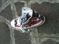 My latest creation. I love decorating All Star, these are for baby. Contact me!!