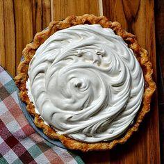 Bakeaholic Mama: Brown Sugar Pumpkin Pie with Honey Sweetened Meringue