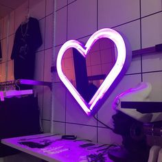 heart, neon, and purple image Violet Aesthetic, Lavender Aesthetic, Aesthetic Colors, Aesthetic Pictures, Neon Purple, Shades Of Purple, Purple Party, Purple Haze, Dark Purple