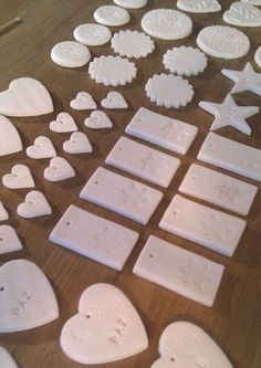 ask karina to translate. tags for wedding favors? Clay Christmas Decorations, Scandinavian Christmas Decorations, Christmas Clay, Easy Christmas Crafts, Easy Crafts For Kids, Simple Christmas, Summer Crafts, Diy Holiday Gifts, Homemade Christmas Gifts